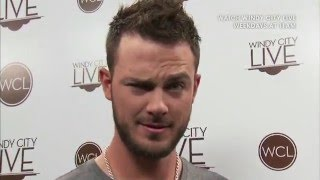 2 Minute Warning with Kris Bryant!