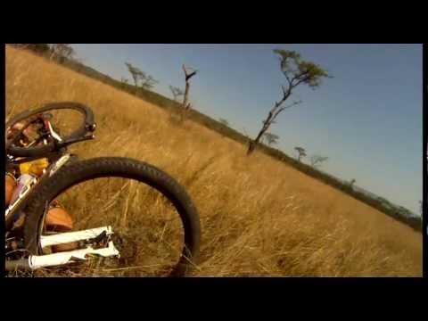 אייל מוריד רוכב אופניים