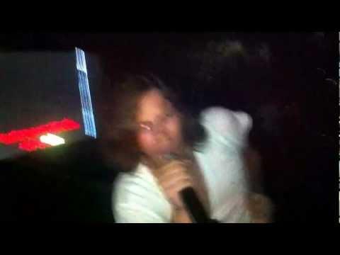 Tražena si roba u gradu - Karaoke