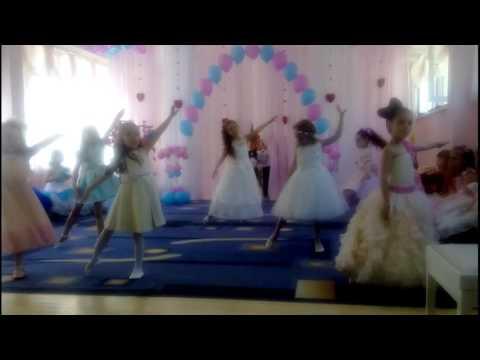 дети танцуют в садике видео