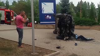 ДТП в Запорожье 28.08.17. Ford Fiesta и труп рядом с Укрэксимбанком (Censored)