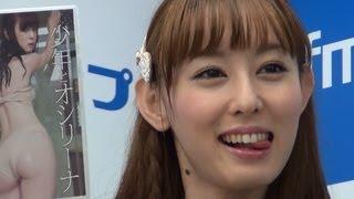 2012年6月30日 東京・秋葉原で行われた、アイドルの秋山莉奈さんの最新...