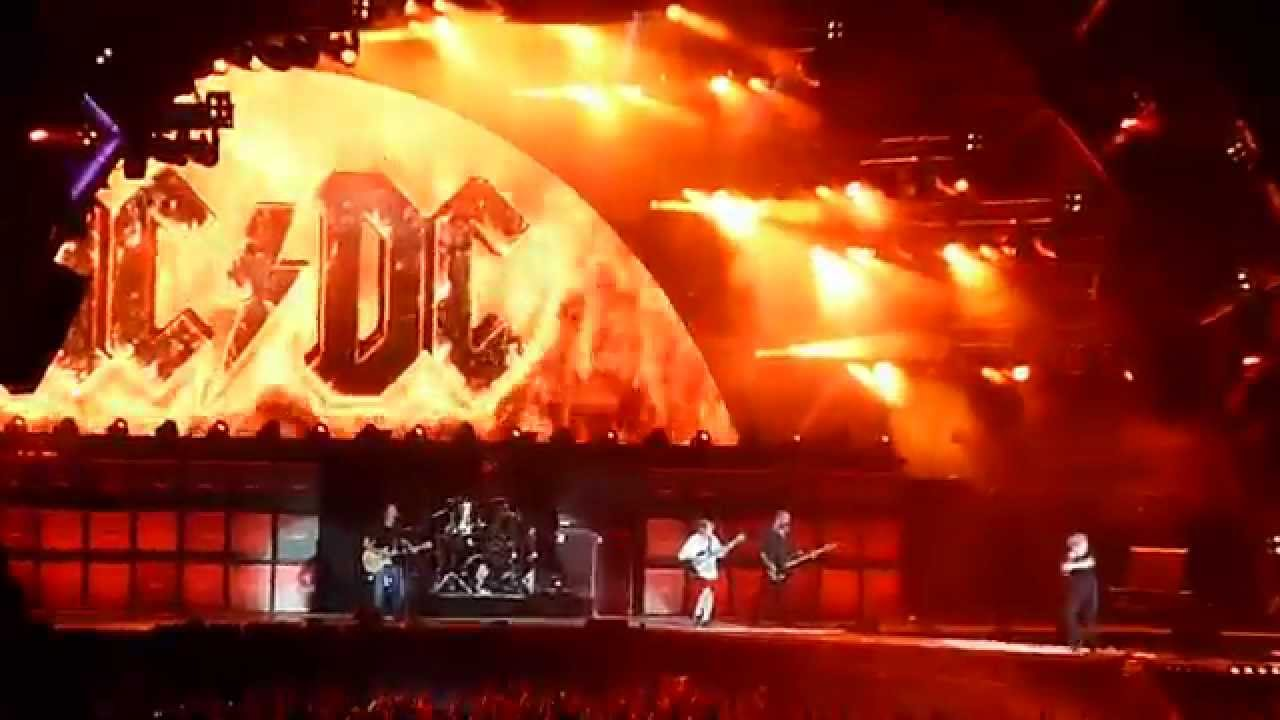 AC DC - Highway To Hell - Paris 2015 - YouTube