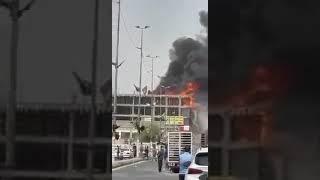 حريق 'ضخم' يلتهم بناية تجارية في النجف (فيديو)