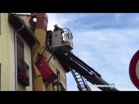 Rescate de un trabajador en la Plaza Poeta Iglesias