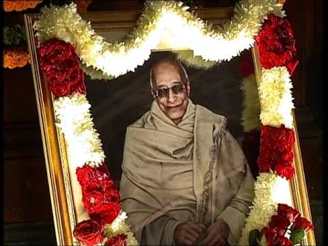 Hon. Speaker paying floral tributes to C. Rajagopalachari