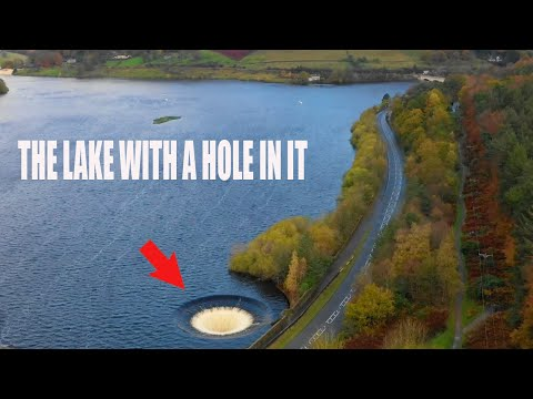 This lake has a HUGE hole in it! (Ladybower plughole, Peak District, England)