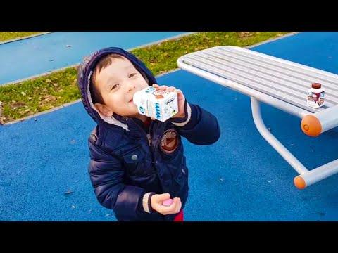 Ali Uras Parkta Güçlenmek İçin Çilekli Süt İçti | Eğlenceli Çocuk Videosu