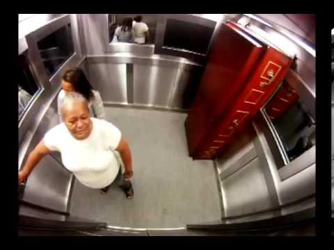Scherzo in ascensore con la bara e il morto - Completo