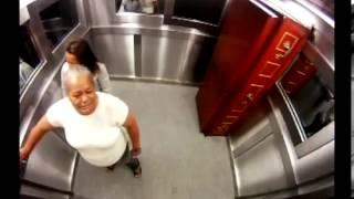 Repeat youtube video Scherzo in ascensore con la bara e il morto - Completo