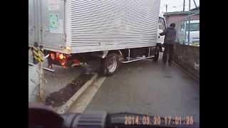 【4倍速】狭い道に迷い込んでしまったトラック救出 [4倍]軌道救援不小心逛進一家狹窄的道路 thumbnail