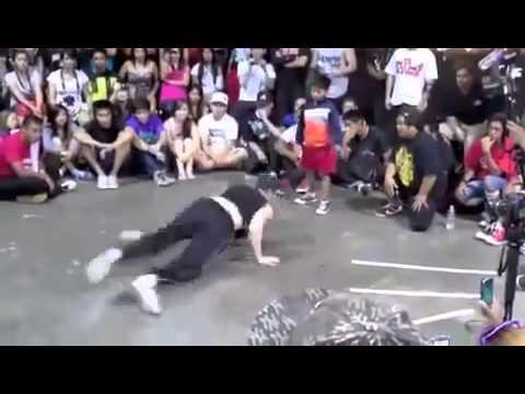 تحدي رقص بين طفل وشاب   رقص الطفل خرااافي  Children dancing    YouTube thumbnail