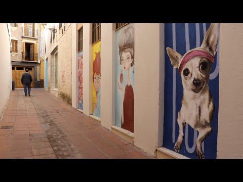 VÍDEO: Arte urbano: El colectivo artístico Borococo llena de color la calle Capote de Lucena.