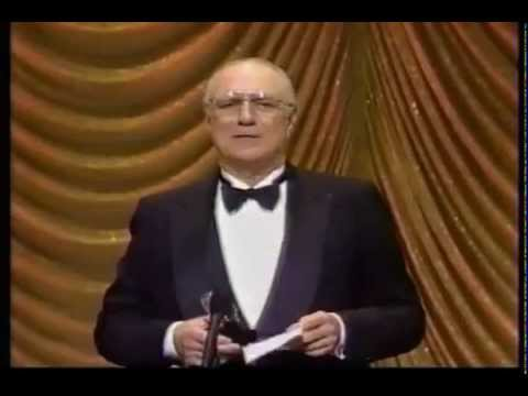 Philip Bosco wins the 1989 Tony Award for Best Actor in a Play for his performance as Saunders in Lend Me a Tenor.
