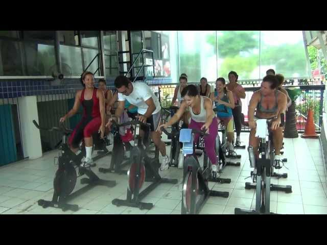 Aula de Spinning - Prof. allan - Tá calor, tá quente Travel Video