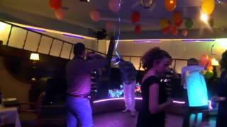 Скачать Ресторан Два Капитана и Александр Каштанов поздравляют милых дам с 8 марта
