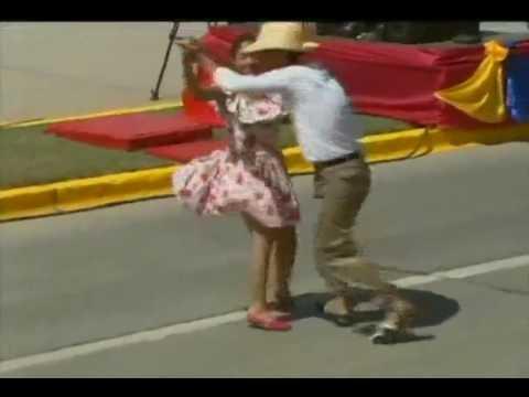 Misión Cultura baila joropo en el Desfile Bicentenario de Ezequiel Zamora