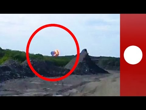 Amateur videos show moment Malaysia Airlines MH17 plane crashes, explodes  in Ukraine