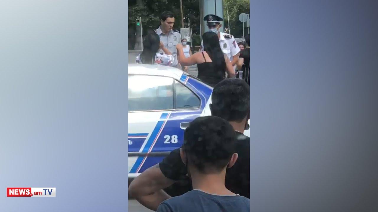 Տեսանյութ.Ոստիկանները երիտասարդ կնոջը քաշքելով նստեցնում են մեքենան ու բերման ենթարկում