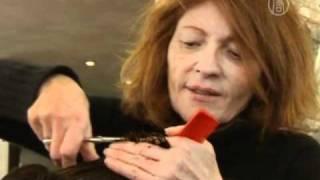 Стилист в Париже делает бесплатные стрижки