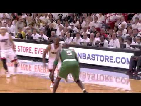 Dwyane Wade Euro Step Turns Kevin Garnett (NBA Playoffs 2011 - Game 2)