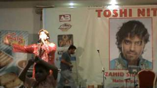 Bollywood Singer SAHEB KHAN at Toshi Night Jeddah - Saudi Arabia - Song :  Haan tu hain.MPG