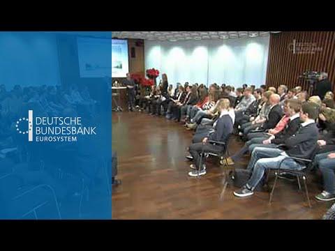 Schüler diskutieren mit Jens Weidmann