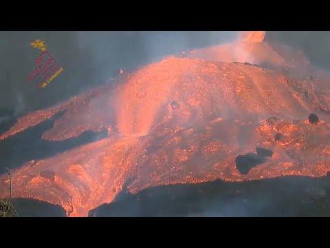 Download El volcán Cumbre Vieja se desborda y deja un tsunami de lava en La Palma