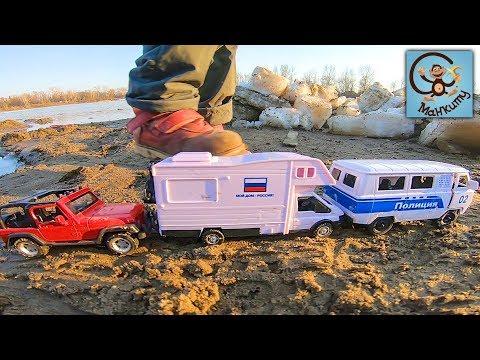 Манкиту Диана и Даня строят детский домик. Дети и машинки игрушки. МанкиТайм