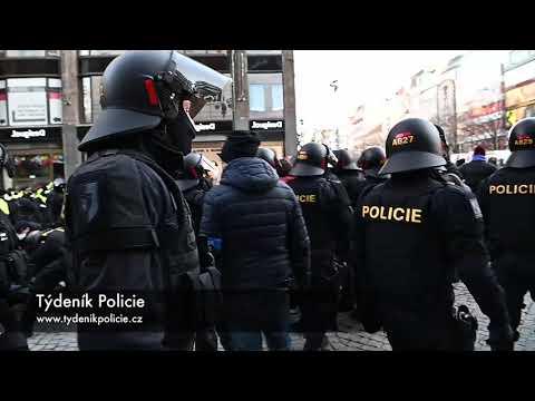 Demonstrace v Praze proti restrikcím koronaviru