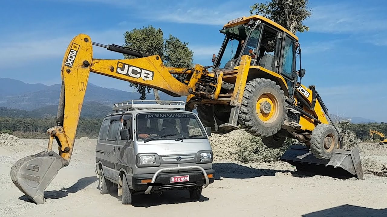 Maruti Van Passing Under The Jcb Backhoe Loader Jcb Stunt Full Video