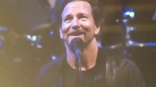 Pearl Jam - Eddie Pokes Fun At Bruce Springsteen -  Full Ten Album - Philadelphia 4/29/16