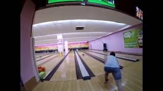 Как научиться играть в боулинг)))