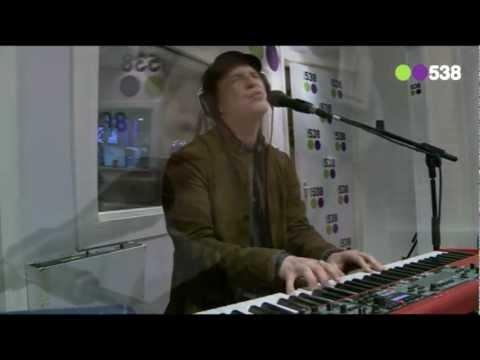 Gavin DeGraw - Soldier (live bij Evers Staat Op)
