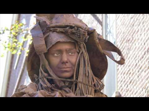Cady Vishniac: Living Statue Salem MA