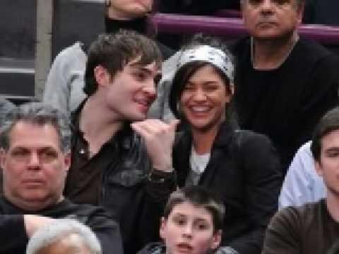 Ed Westwick and Jessica Szohr Kissing