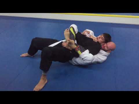 How much BJJ can you learn in a month? Narrated rolling with new students