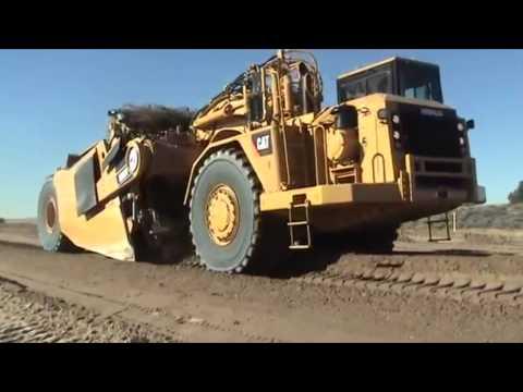 Огромный карьерный скрепер Сaterpillar MES34 демонстрирует свои возможности