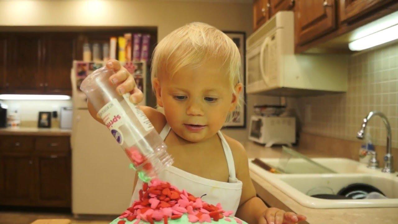 Cutest 2-Year-Old Cake Baker    VIralHog