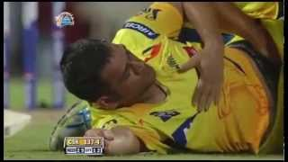 Dohni ( Indian Skipper) is getting a HANDJOB by the physio on the Cricket field.