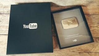 Моя СЕРЕБРЯНАЯ КНОПКА от YouTube!!! Раскрываем посылку!