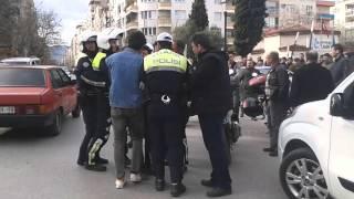 MANİSA'DA MOTOSİKLET SÜRÜCÜSÜ POLİS EKİPLERİNE ZORLUK  ÇIKARDI