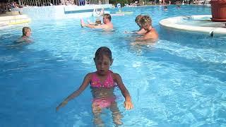Лето - это маленькая жизнь. Учим ребенка плавать.