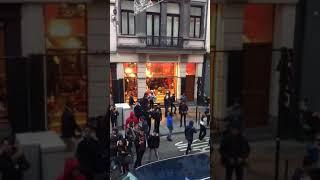 Des jeunes migrants détruisent voiture à Bruxelles