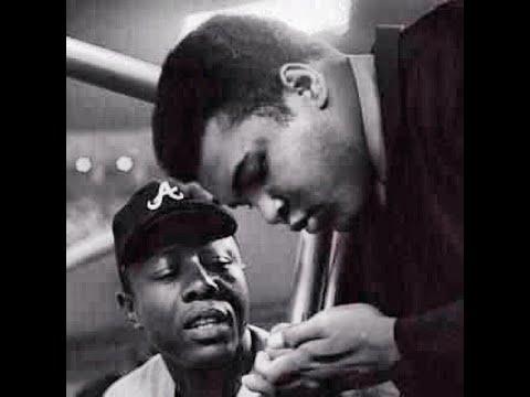 Hank Aaron, Baseball's Home Run King Who Defied Racism, Dies ...