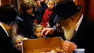 The Rebbe distributes honey cake for a sweet New Year.