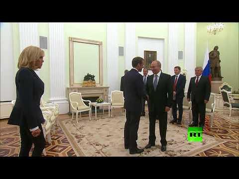 ماكرون يخاطب بوتين بالروسية والأخير يرد بالفرنسية  - نشر قبل 3 ساعة