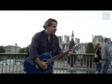 Romantic Acoustic Guitar Player in Paris #4 [HD]