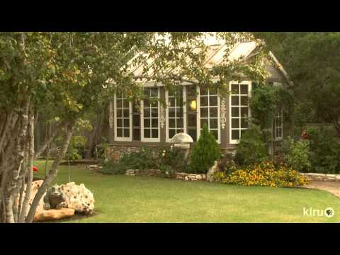 Funky fun beautiful garden|Dani & Gary Moss|Central Texas Gardener