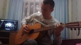 парень играет на гитаре фламенко